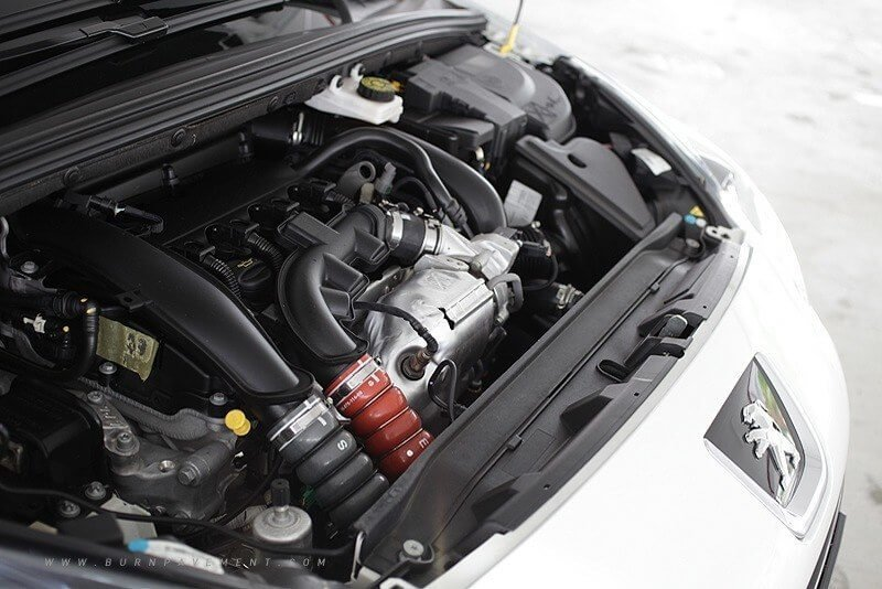 Фото двигатель Peugeot 308