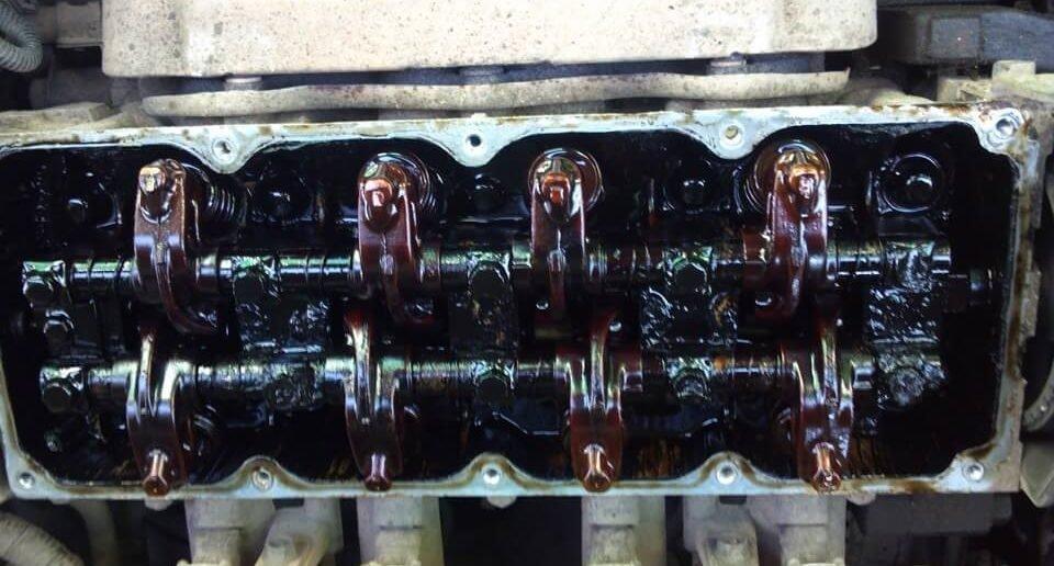 Вот так выглядят отложения нагара в двигателе