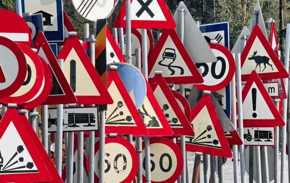 Как проезжать нерегулируемый равнозначный перекресток?