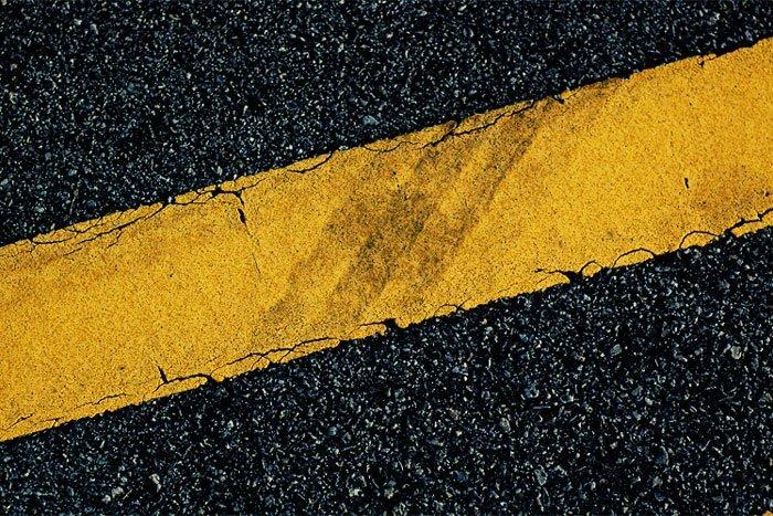 Желтая сплошная линия разметки