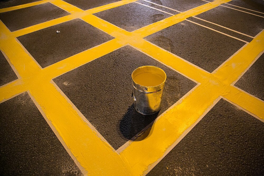 Сплошная линия желтого цвета