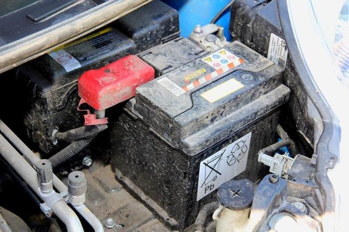 Устаревший свинцово-кислотный аналог батареи