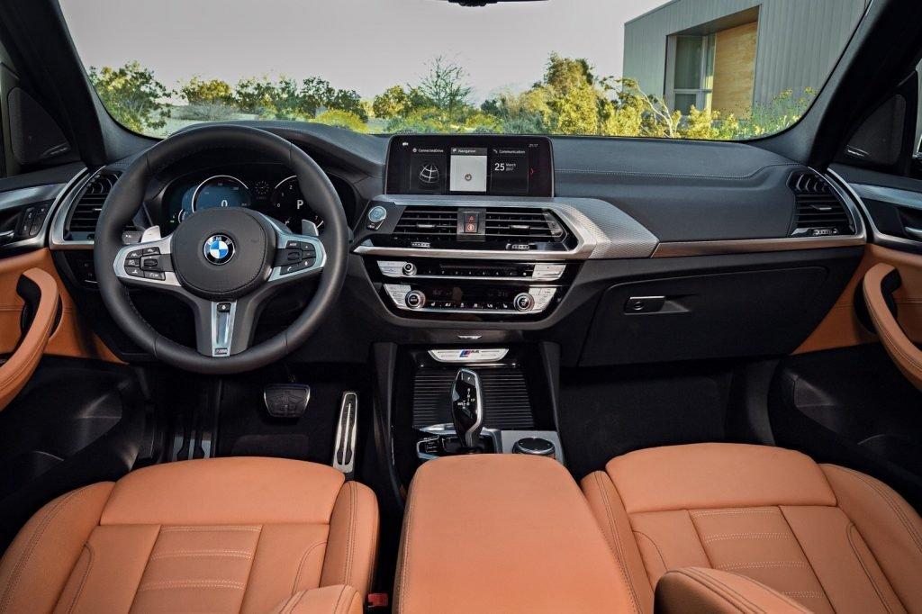 Привычное сочетание кожаного салона и современного оснащения, всегда были фирменной чертой продукции BMW.