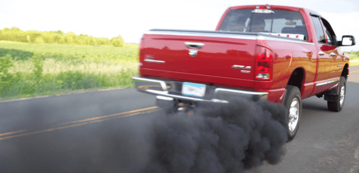 Черный дым из выхлопной трубы гораздо токсичнее обычного