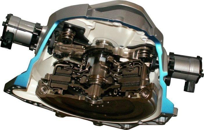 На фото устройство двойного сцепление мокрого типа (с гидрорегулятором)