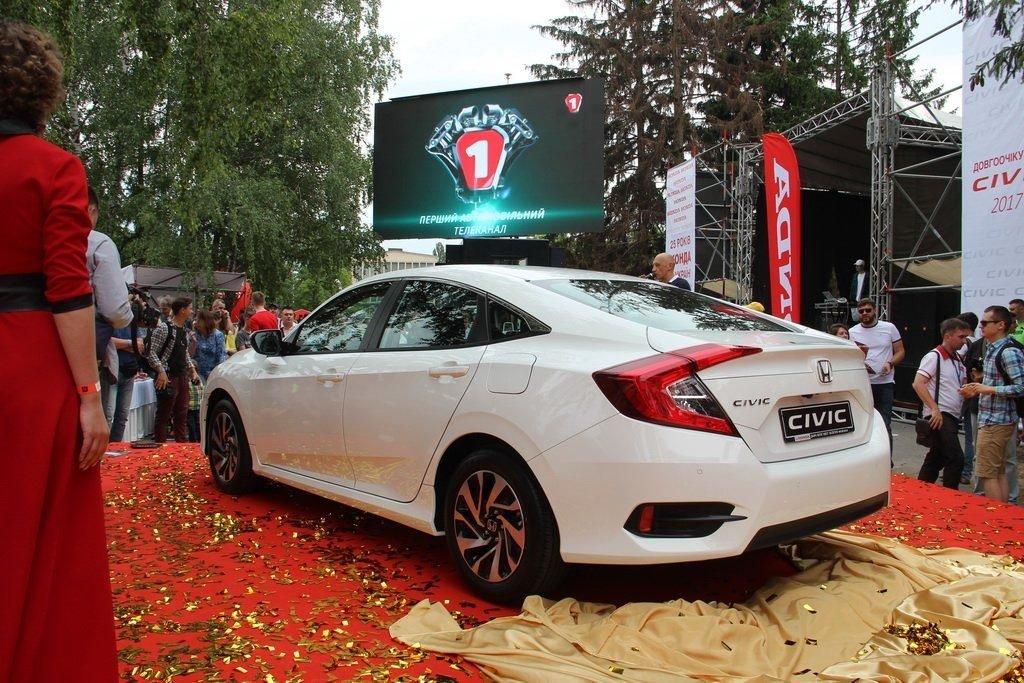 Новый представительский седан Honda Civic стал настоящим шоу-стоппером выставки.
