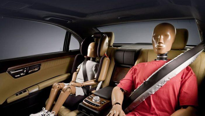 Ремни безопасности не должны сильно вдавливать туловище и прижимать к сиденью, но натяжку желательно чувствовать.
