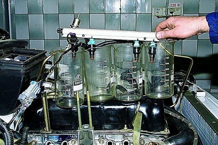 Проверка с помощью рампы и отсоединения форсунок