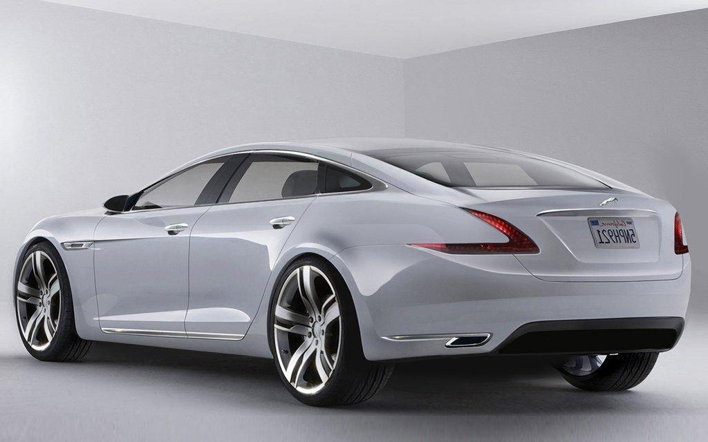 Первые концепты автомобиля Jaguar XJ подразумевали кардинальный пересмотр внешних элементов автомобиля, однако от этой идеи позже отказались.