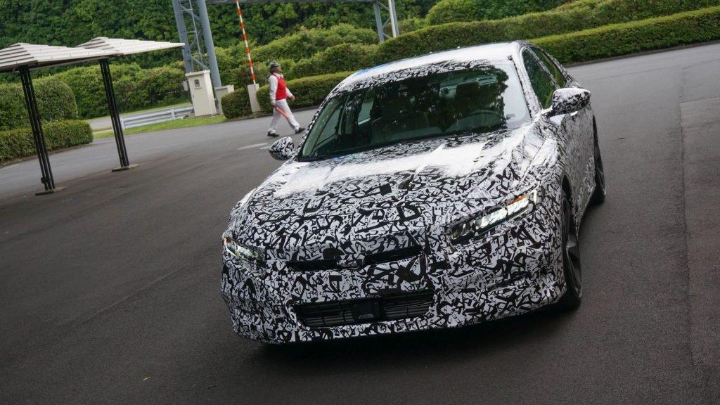 Тесты нового поколения Honda Accord начались еще в конце прошлого года, а в весной 2017, автомобиль был впервые замечен на дорогах общего пользования в Америке (правда в камуфляжной пленке).