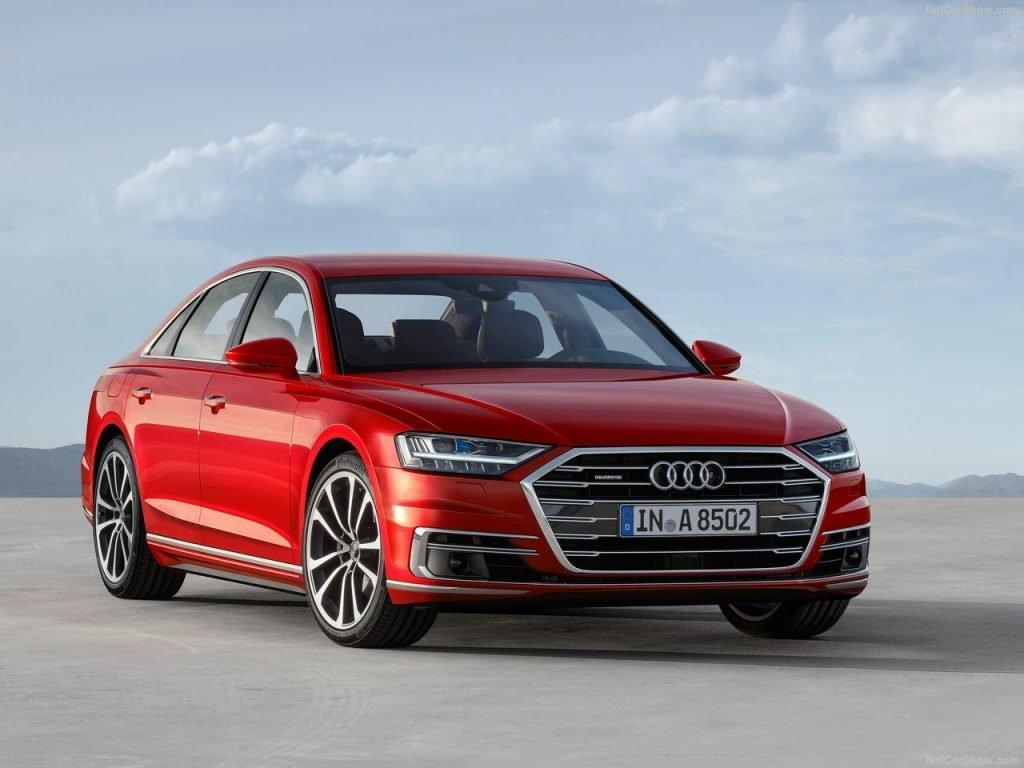 """Для нового седана Audi A8 немецкие инженеры предусмотрели не только глобальные """"внутренние изменения"""", но и детально поработали над внешнем исполнением премиум-седана."""