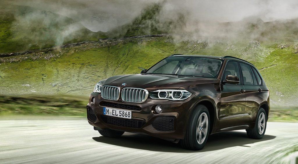 На фото нынешняя версия кроссовера BMW X3 (F15), которая доступна в продаже с 2013 года.