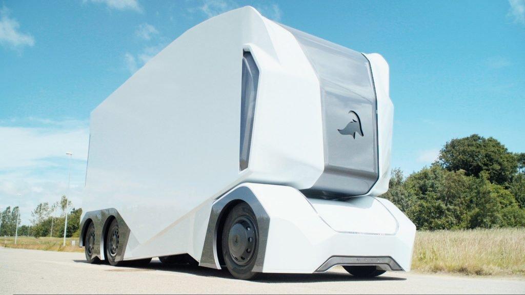 Состав материала, из которого будет сделана основная часть кузова грузовика не сообщается, однако обещают значительно облегчить вес именно благодаря неизвестному сплаву.