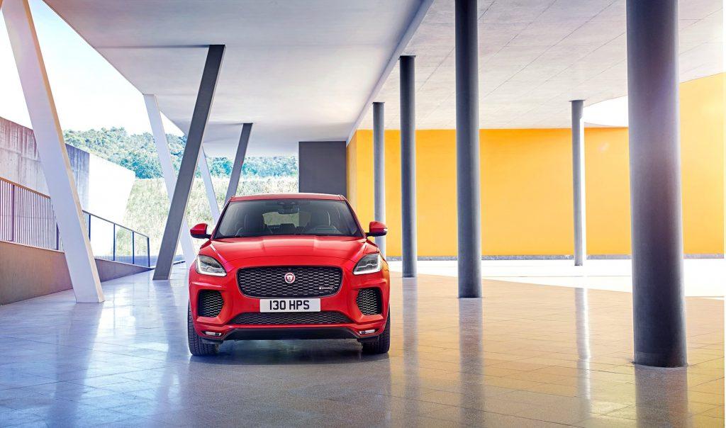 В работе по созданию дизайна нового Jaguar E-Pace принимала участие команда, которая трудилась над недавно представленным кабриолетов Jaguar F-Type.
