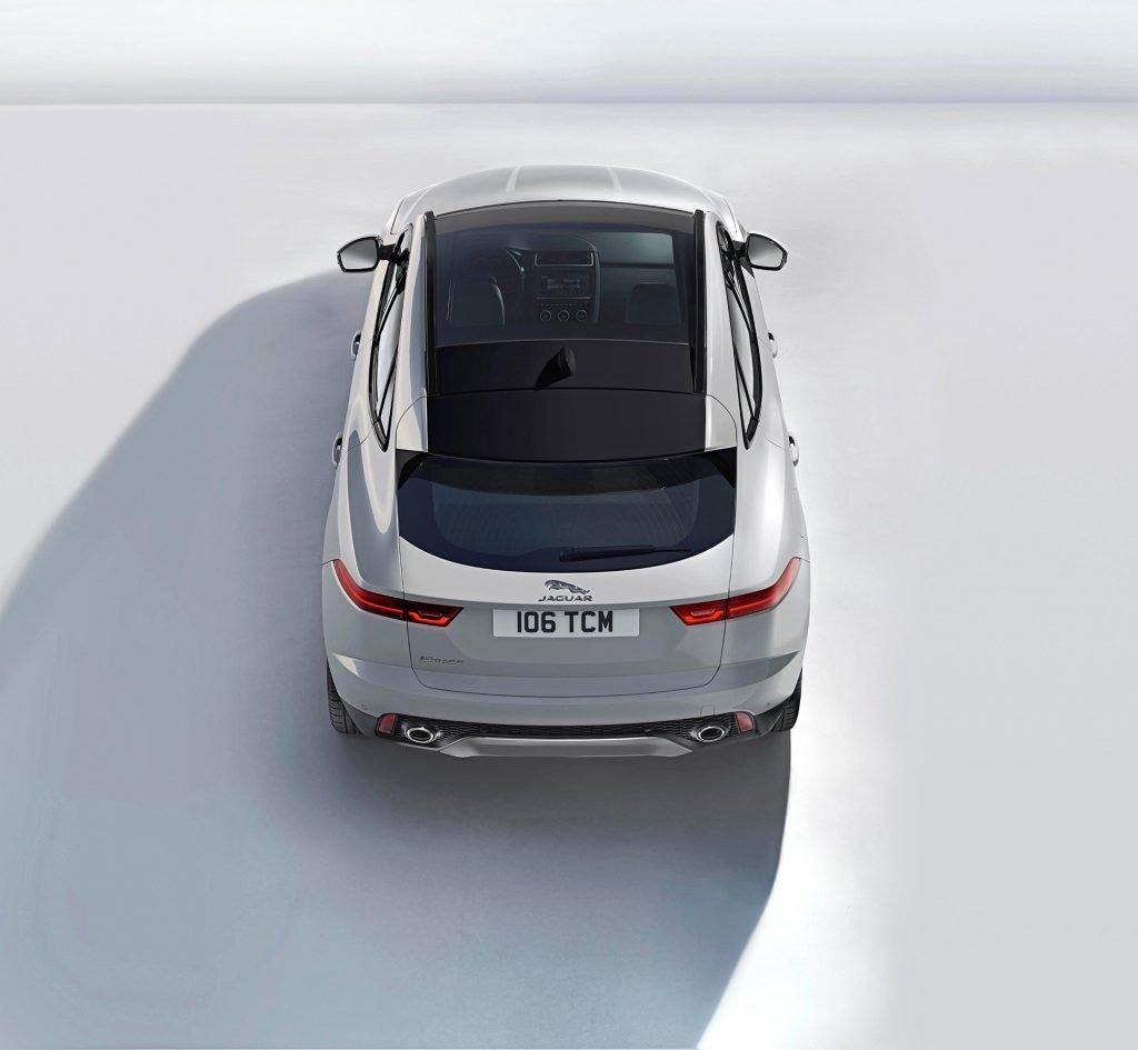 Серийная версия автомобиля получила панорамную крышу, которой не было на первых концепта паркетника, представленных на выставке в Женеве в марте прошлого года.