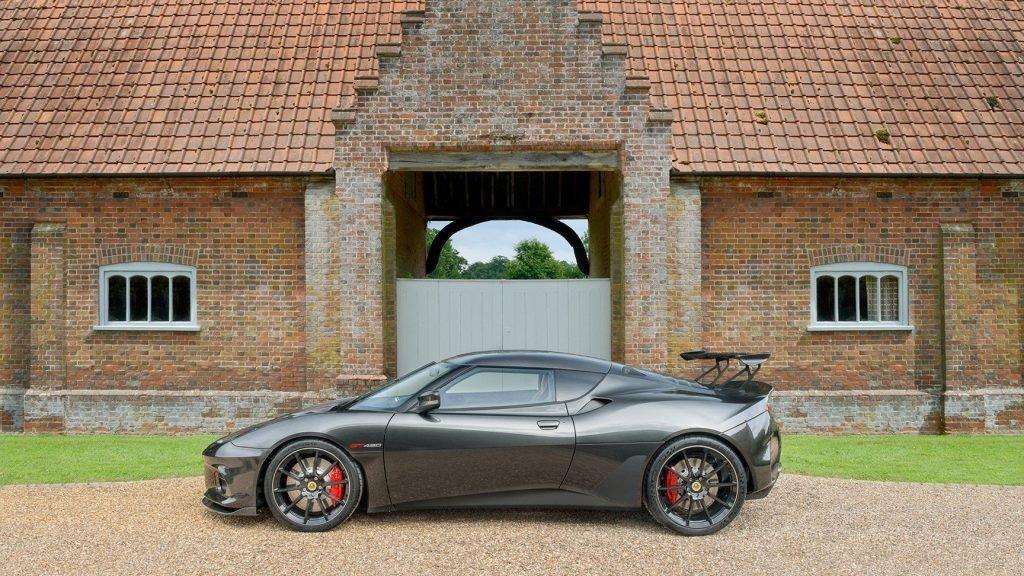 Среди представителей собственного модельного ряда, который исчисляется несколькими десятками моделей, купе Lotus Evora GT430 станет самым быстрым и мощным продуктом, который когда то выходил из под пера марки.