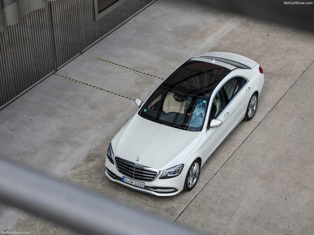 Оставаясь консервативными в вопросах дизайна собственных автомобилей, инженеры из Германии в этом году провели тщательную работу над внутренним наполнением автомобилей.