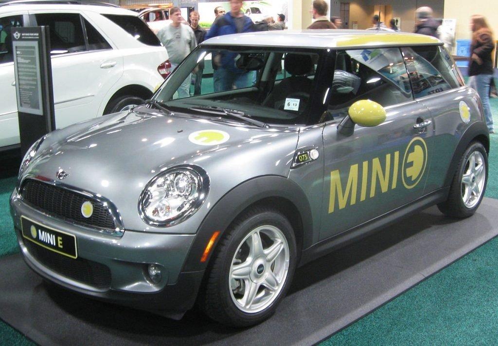"""Разработанный еще в начале 2008 года концепт-кар MINI E так и не добрался до серийного производства. Всему виной стало решение производить более практичные дизельные и бензиновые комплекции знакомой всем линейки """"Сooper""""."""