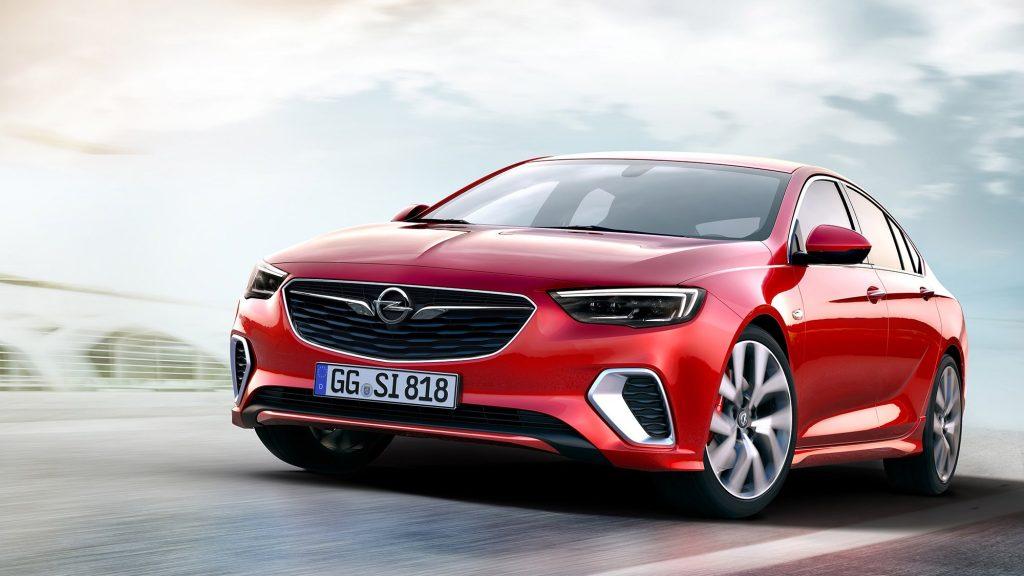 """Спортивная версия Opel Insignia GSi приятно """"набрала"""" во внешности. Увеличилось премиальных решений, по типу применения хрома в облицовке элементов спереди, а также сменили дизайн бампера."""