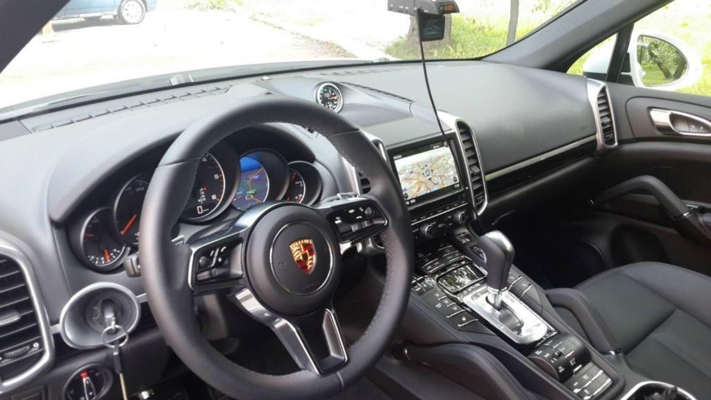 Одно из изданий утверждает, что данное фото было сделано из салона нового Porsche Cayenne III. Однако, так ли это на самом деле придется ждать минимум до сентября.