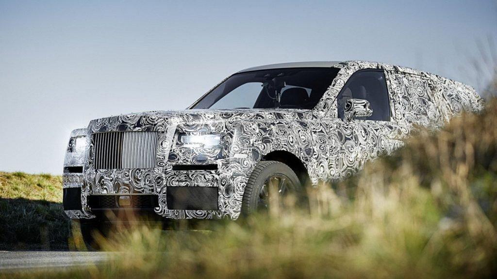 К сожалению, снимков кроссовера Rolls-Royce Culligan без наличия защитной камуфляжной пленки в доступе пока что нет. Появление автомобиля во всей красе запланировано на сентябрь 2017 году, когда начнется Франкфуртский Автосалон.