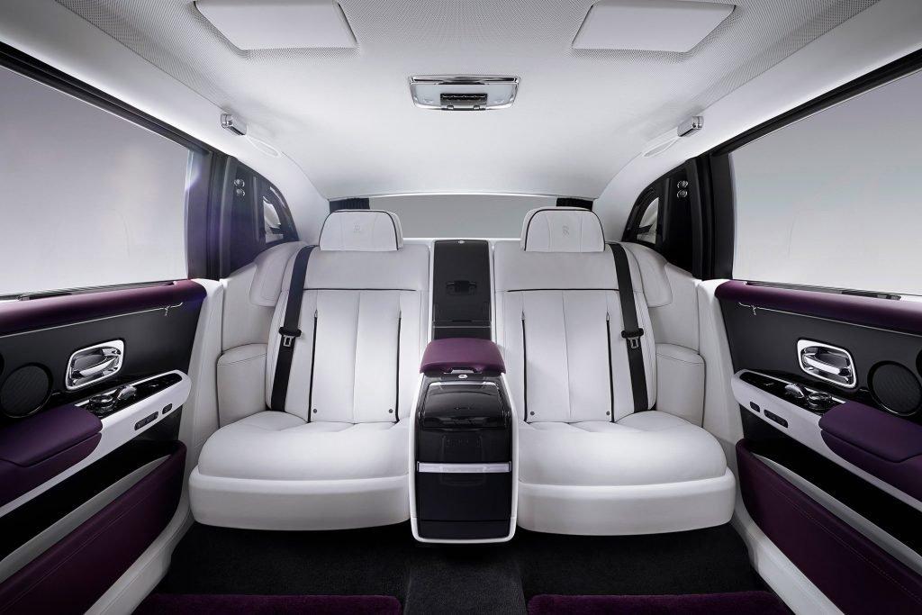 """Вся прелесть """"Фантомов"""" издревле оценивается на задних пассажирских местах. Здесь для комфорта пассажиров подготовлено почти всё. Ортопедические сиденья с массажерами и подогревом (в том числе подлокотников), передовая безопасность и максимальная эргономика."""