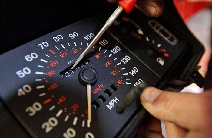 Откручивание пробега автомобиля - это методика недобросовестных автовладельцев. Подобные ухищрения рано или поздно оказываются замеченными.