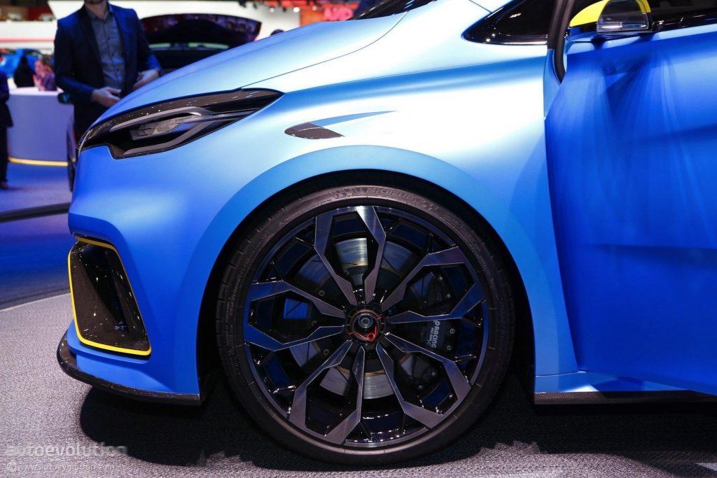Представленная модель в начале 2017 года, является первым прототипом будущего автомобиля. Но так как архитектура стандартного Zoe уже знакома рынку, сенсацию во время премьеры произвела лишь техническая сторона машины.