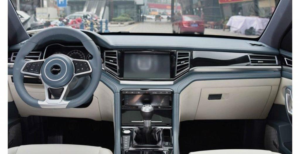 Так как изменений внутри салона между базовой и семиместной версиями не имеется, ориентироваться на предполагаемое оформления интерьера автомобиля можно с помощью прошлогодних снимков.