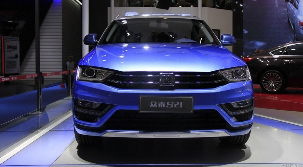 На фото изображена рестайлинг версия модели Zotye SR7, которая на внутреннем рынке идет под индексом S21.