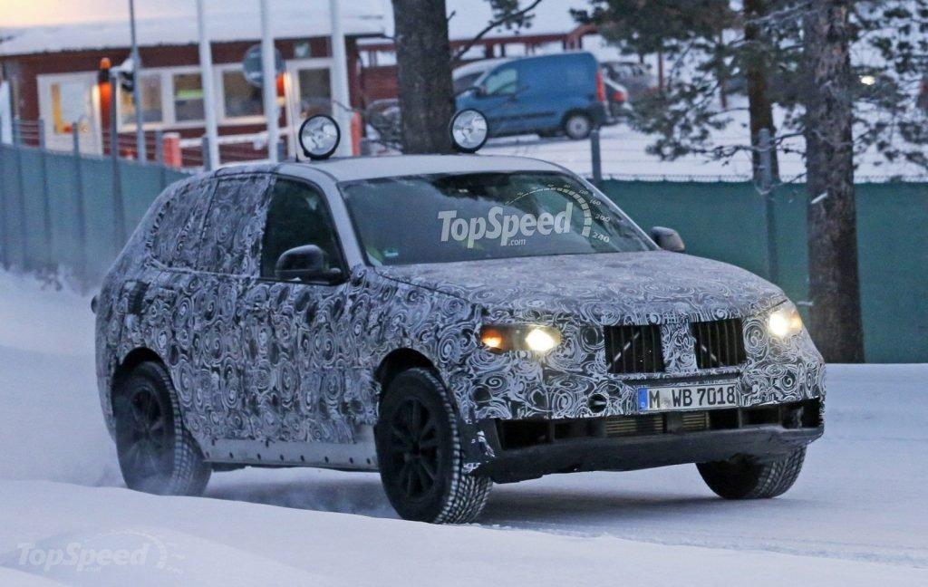 BMW X5 ранее уже был замечен на тестовых заездах, однако находился полностью в маскировочной пленке, которая не представляет возможным оценить дизайн автомобиля.