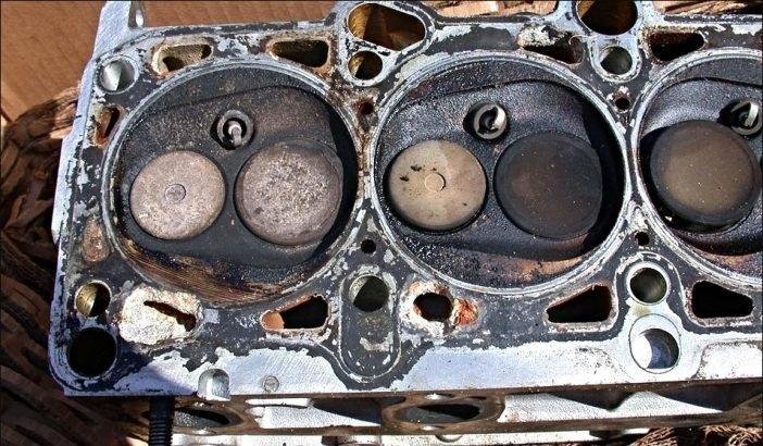 Экономия на замене старого антифриза может послужить причиной одной из опаснейших поломок автомобиля - перегреве двигателя, на ремонт которого может уйти от 30 до 50% от общей стоимости вашего автомобиля.