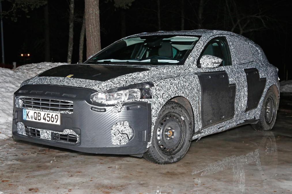 Замеченный еще в начале 2017 года, на закрытых треках во время тестовых заездов, автомобиль Ford Focus 2018 (защищен камуфляжной пленкой).
