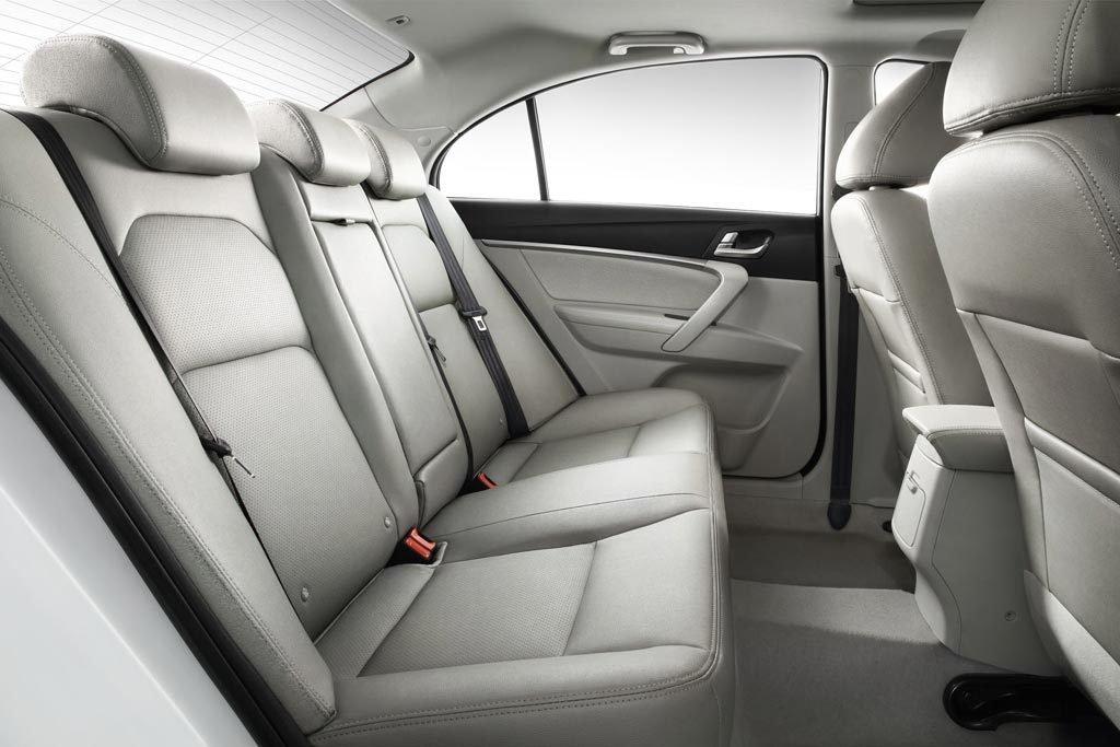 Непомерное большие для сегмента габариты автомобиля представляют особый уровень комфорта внутри автомобиля, за счет достижения высоких показателей эргономичности и удобства даже для высоких и полных пассажиров.