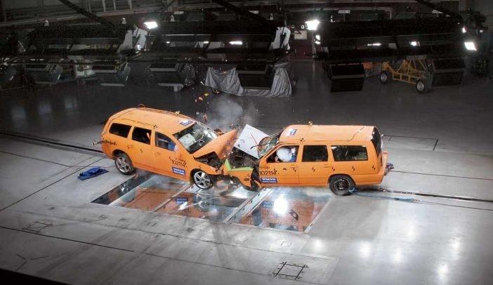 Постоянные испытания во время краш-тестов позволяют найти и проанализировать самые незащищенные участки в автомобиле.