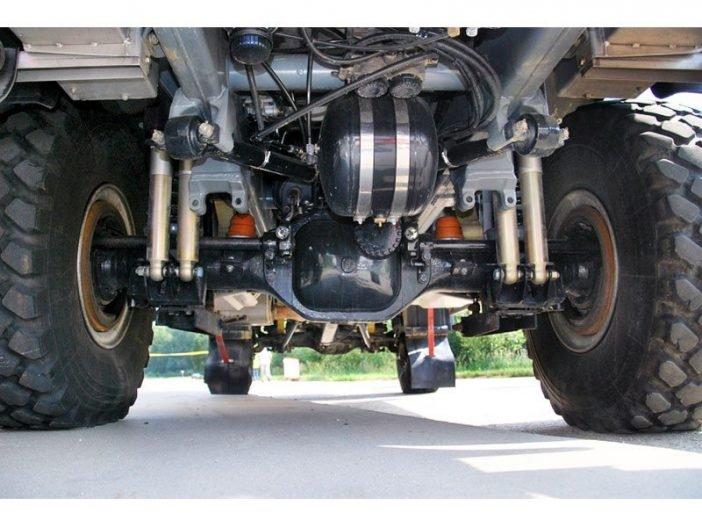 Подвеска грузового автомобиля с виду представляет очень сложный механизм, однако по конструкции намного легче некоторых типов легковых автомобилей.