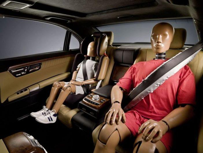 Современные разработки производителей, позволяют обеспечить ремни безопасности дополнительной надувной системой, которая снизит риск от возможных повреждений за счет инерции пассажира.