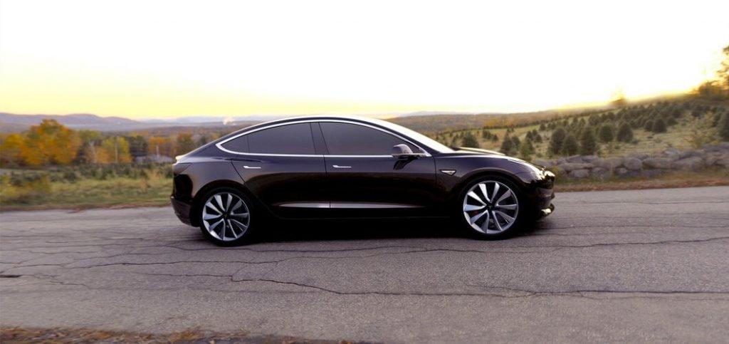 """Как может заметить рядовой автолюбитель, габариты автомобиля были значительно """"урезаны"""" в сравнении с последней Model S от той же компании производителя."""