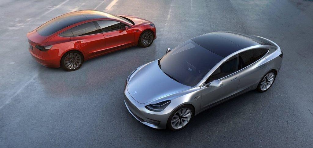 На фотографии первые рендеры Tesla Model 3, которые были опубликованы в начале года.