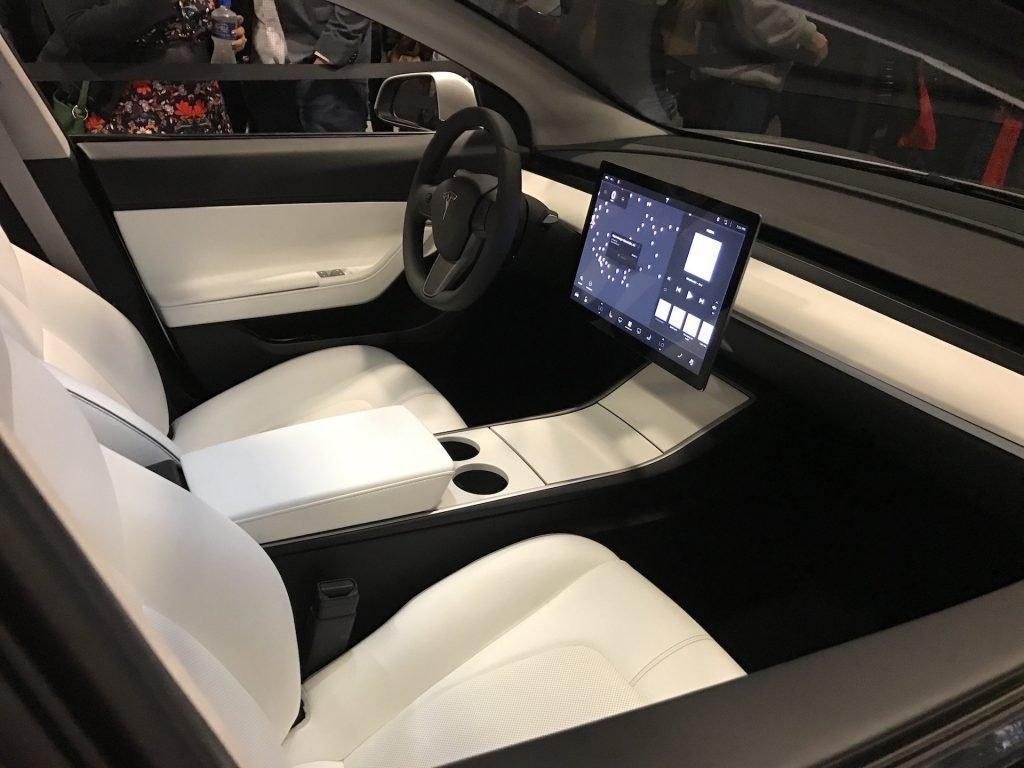 Фотография изображающая тот салон автомобиля в концептуальной версии автомобиля, показанной в январе в Америке.