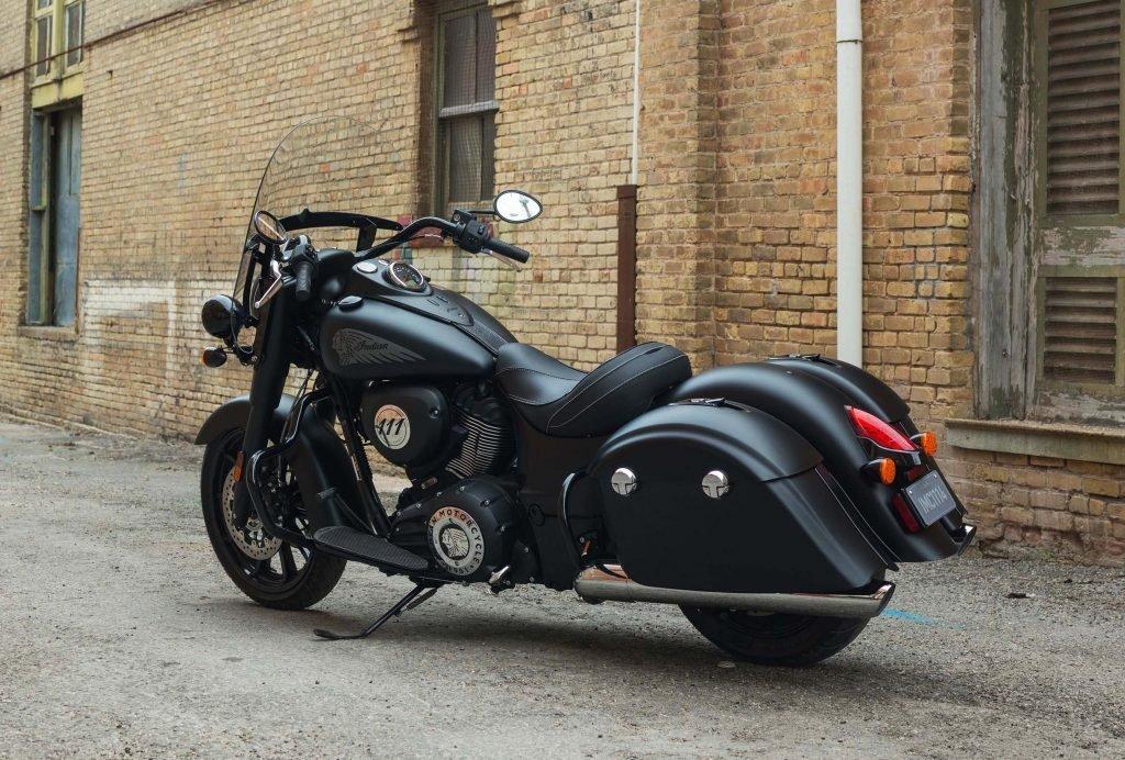 """Модель Indian Springfield """"Black Horse"""" станет долгожданным """"глотком свежего воздуха"""" для флагманской модели-круизера. Цена на эксклюзивную комплектацию мотоцикла будет оглашена в конце текущего года."""