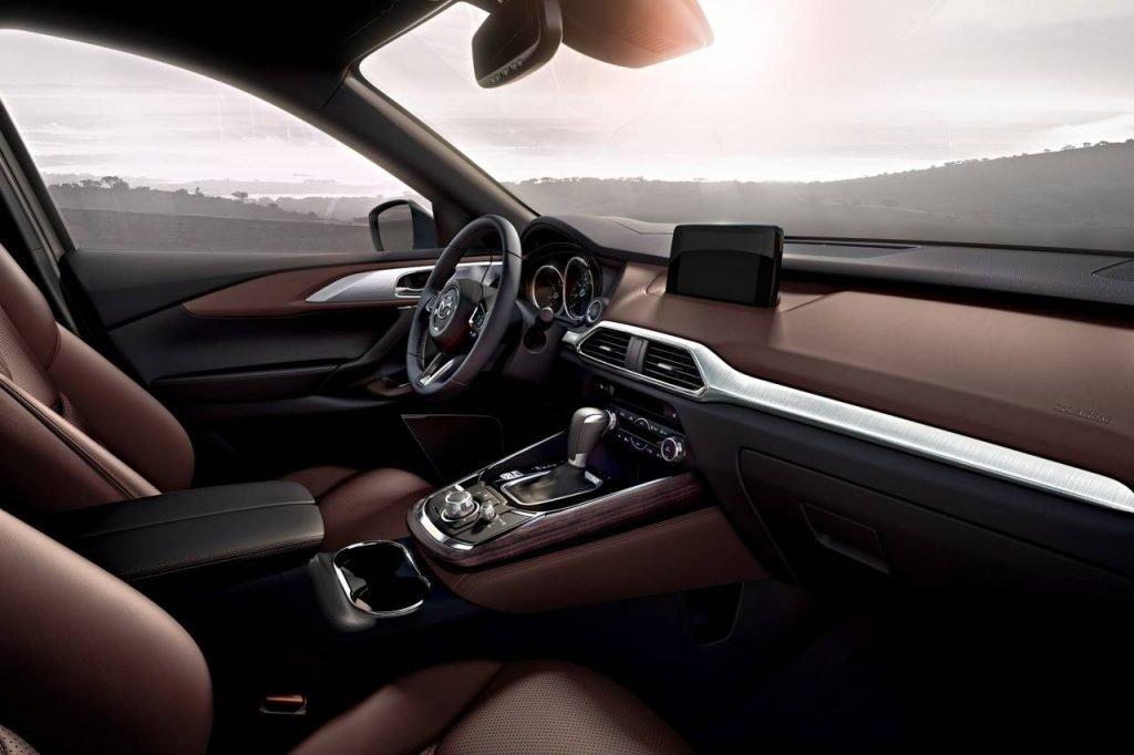 К новому автомобилю Mazda CX-8 решили применить идеи, успешно использующиеся в автомобиле из той же линейки - среднеразмерной модели Mazda CX-5.
