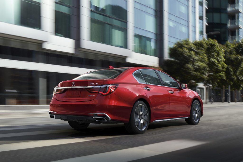 Обновленный Acura RLX предлагает ряд новых элементов: колёсные диски, капот, передний бампер и фары. Гамма цветов кузова расширена на три пункта.