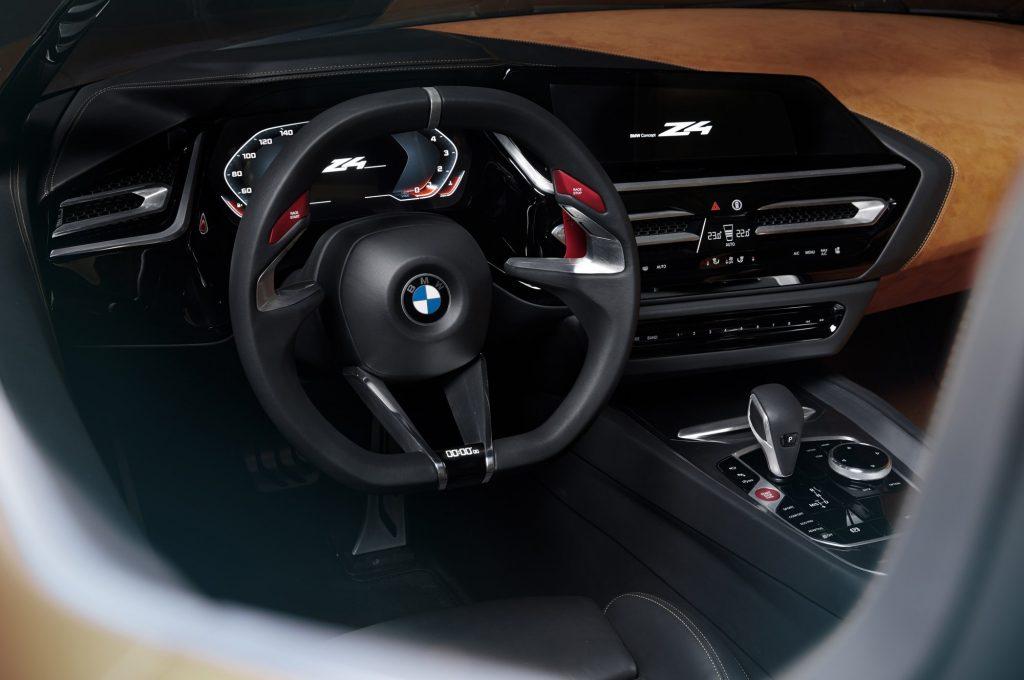 Концептуальный родстер BMW Z4 Concept получил полностью цифровую приборную панель и множество сенсорных панелей.