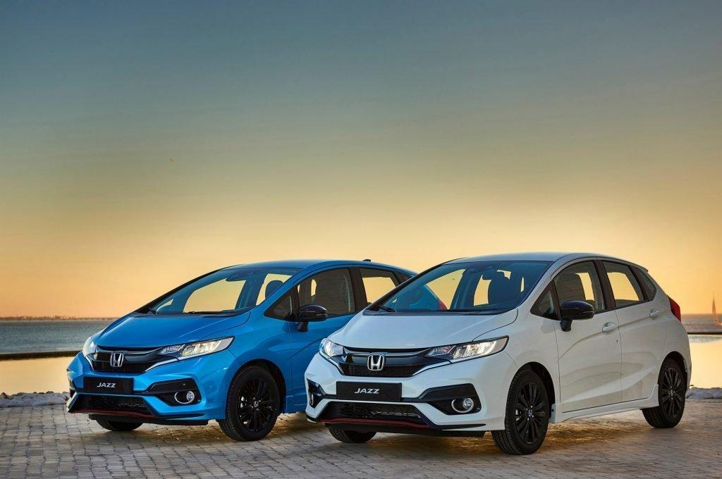 На европейской площадке автомобиль будет доступен в 4-ех цветовых комплектациях. Базовый цвет - белый, за остальные придется доплатить (эксклюзивную раскраску версии Dynamic можно нанести по желанию владельца).