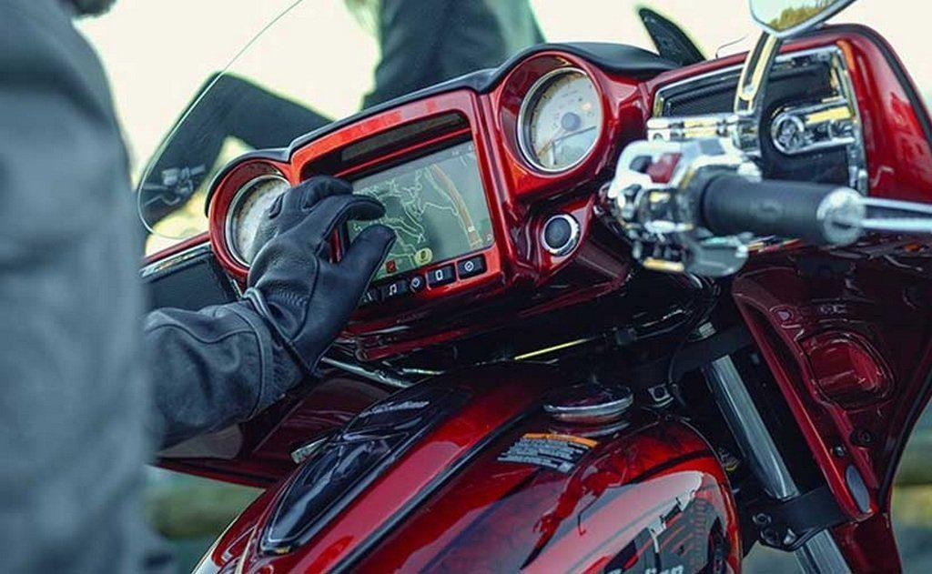 """Как и в версии """"Elite"""" для модели Indian Chieftain 2017, мотоцикл Indian Chieftain Limited Edition будет иметь в своем распоряжении топовый 7-дюймовый экран управления мультимедия, с функцией сенсорного ввода данных."""
