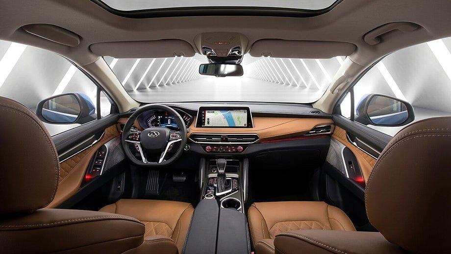 Крыша автомобиля может стать панорамного типа за дополнительную плату. Сиденья выполнены из кожи и алькантары. Безопасность обеспечивают фронтальные, боковые подушки и «шторки», АБС, ESP, мониторинг разметки и другие системы пассивной безопасности.