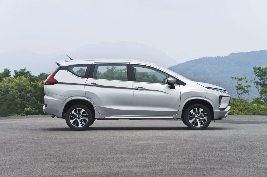 Внешне кроссвэн Mitsubishi Xpander напоминает скорее кроссовер нежели минивен. Принадлежность к сегменту выдает только сравнительно слабее силовая установка, а также форма кузова автомобиля.