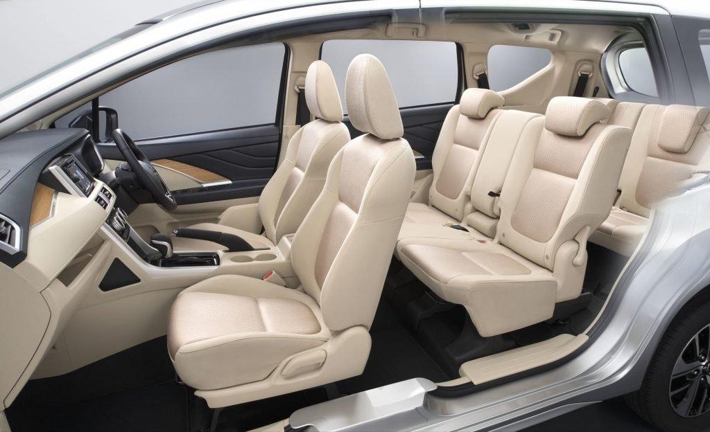 Конфигурацию и тип салона определяет сам покупатель во время заказа. Семиместный салон Mitsubishi Xpander легко превращается в грузоперевозящий транспорт, с возможностью транспортировки длинномеров.