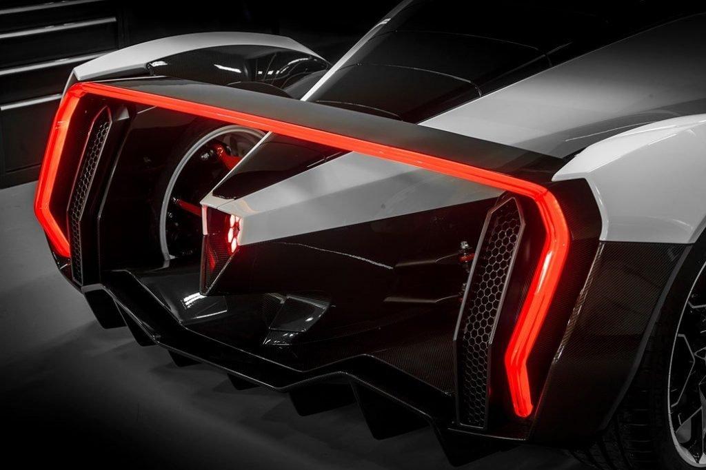Желающих приобрести автомобиль ждет огорчение: автомобиль поступит в продажу только в 2020 году. Кроме того, заполучить гиперкар смогут далеко не все. Предполагается выпустить не более 10 моделей.